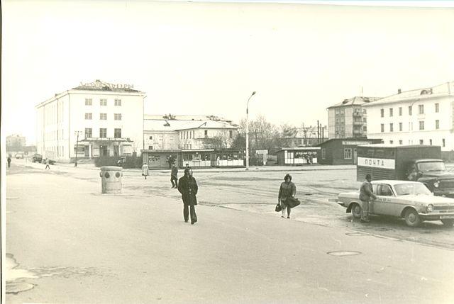Дом культуры Железнодорожников рядом с вокзальной площадью г. Южно-Сахалинск