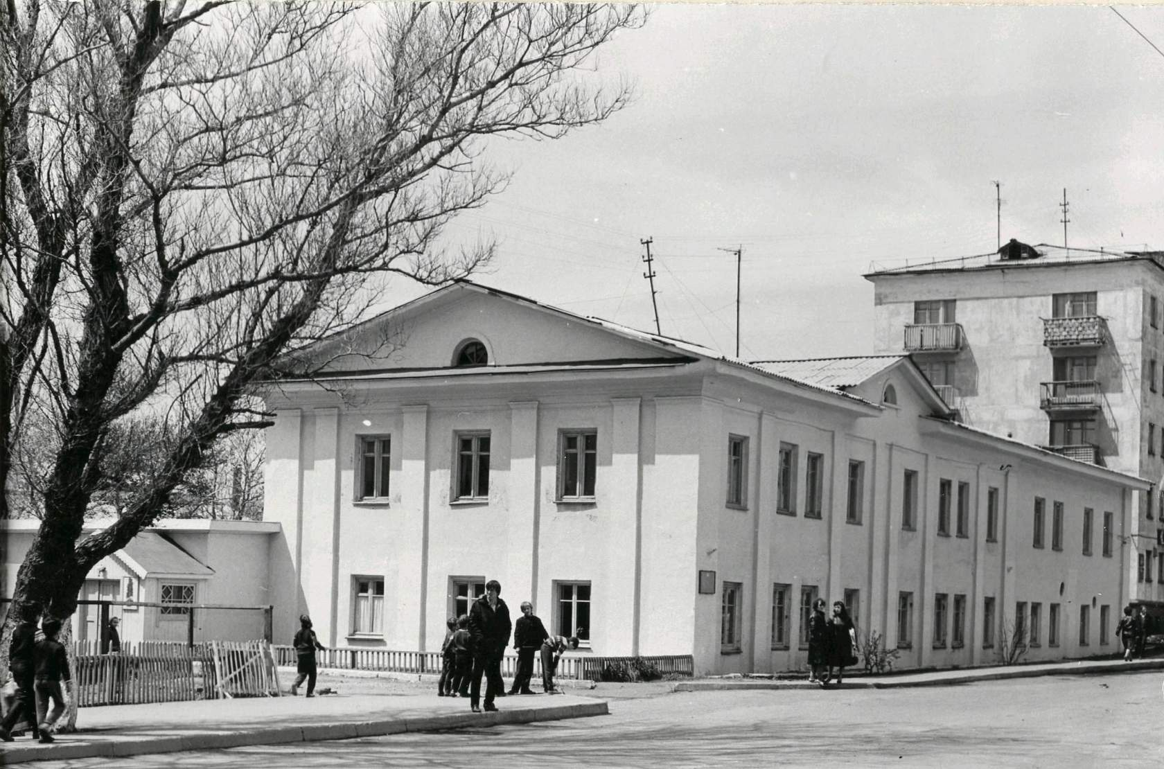 Детский сад Моррыбпорта в городе Невельске, напротив кинотеатра