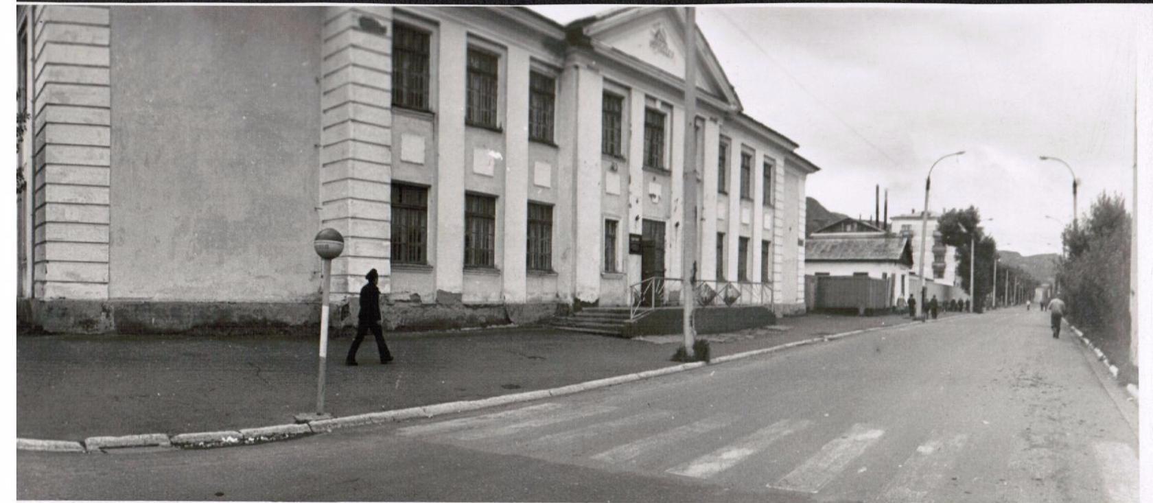Здание радиотехнического отделения мореходного училища г. Невельск