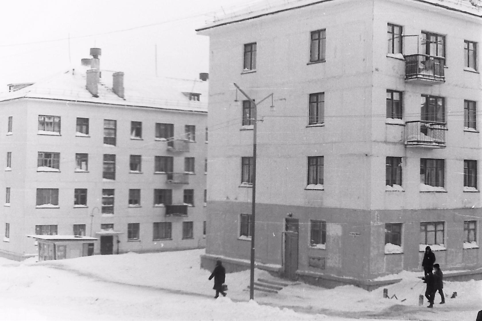 Торец дома №22 по улице Карла Маркса г. Оха
