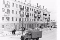 Продовольственный магазин №36 и улица Дзержинского г. Оха
