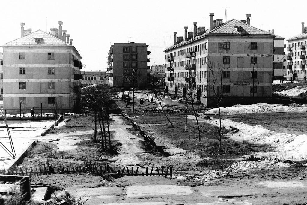 Жилые дома №18 и 20 по улице Комсомольской, вид со двора г. Оха