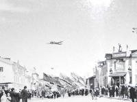 День пионерии на улице Ленина, справа магазин №1. г. Оха
