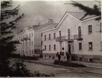 Женская консультация (в прошлом гостиница) и кафе 'Север' г. Оха