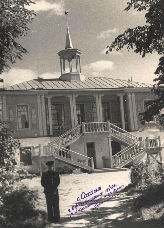 Вокзал станции Комсомольская. Вид со стороны города