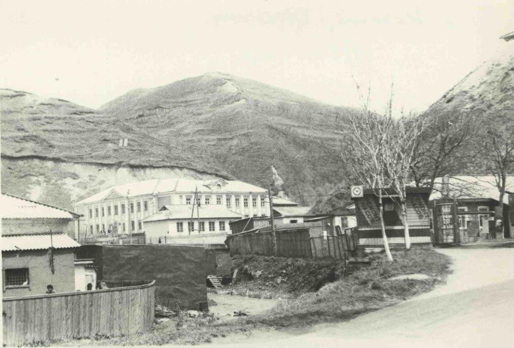 Вид на среднюю школу №1 в городе Невельск