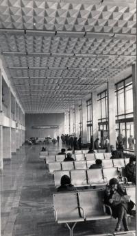 Зал ожидания железнодорожного вокзала г. Южно-Сахалинск