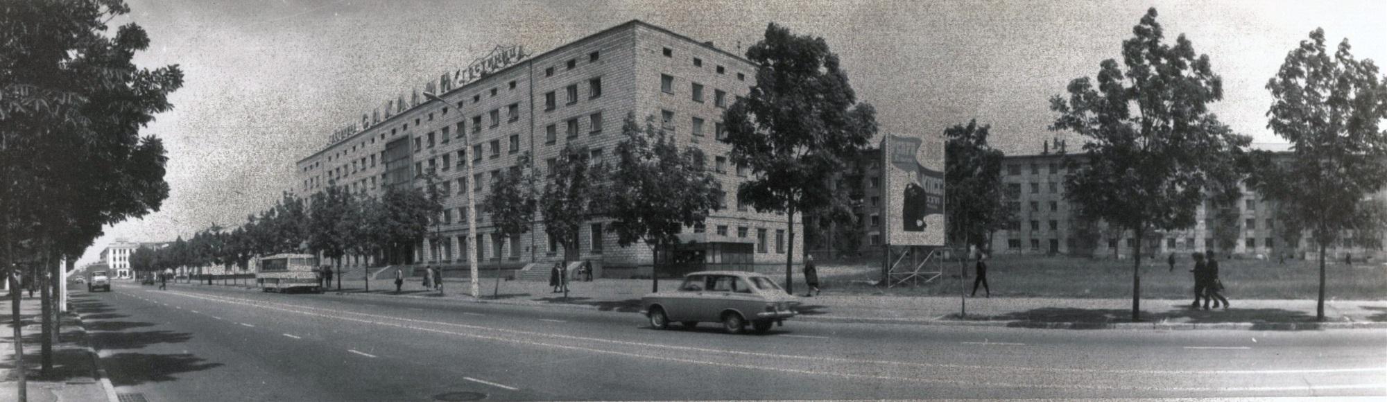 Панорама улицы Ленина, вид на гостиницу Сахалин. г. Южно-Сахалинск