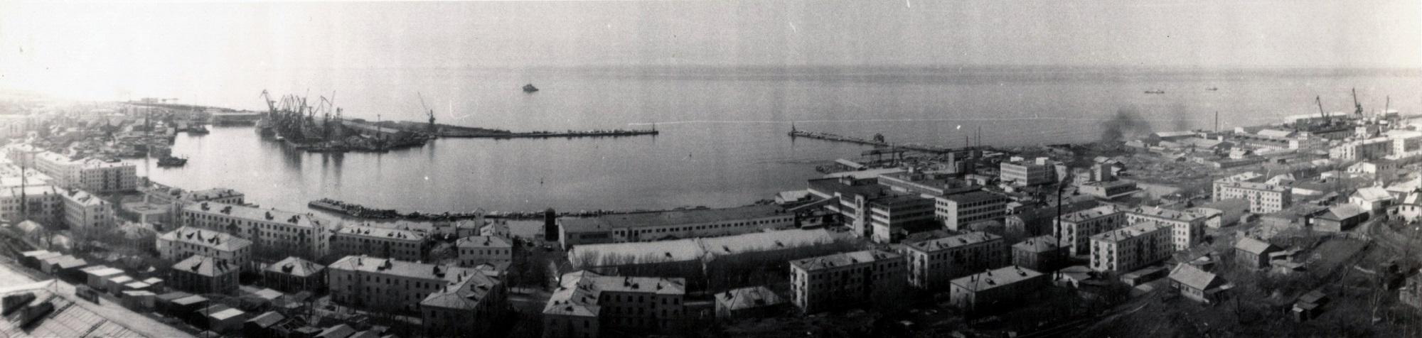 Панорама порта города Холмск