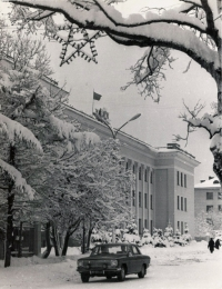 Коммунистический проспект и здание сахалинского Обкома Партии КПСС