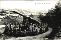 Боевое орудие с русского крейсера Новик, установленного на территории храма Анива дзинзя.