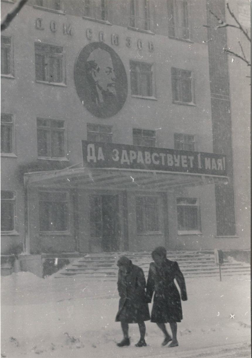 Дом союзов зимой в Южно-Сахалинске