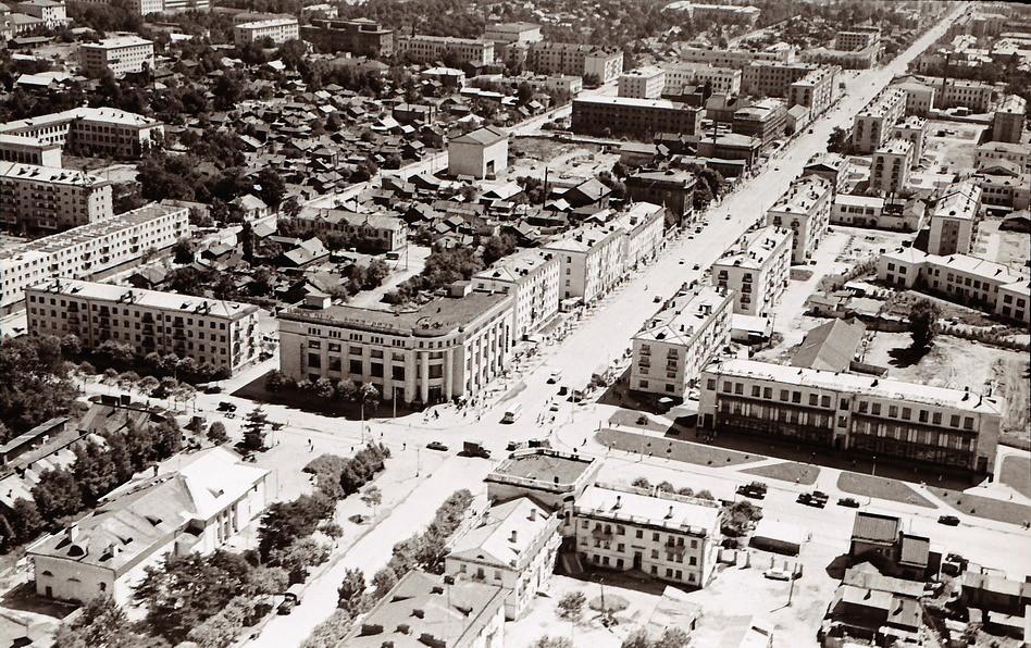 Панорама центрального района г. Южно-Сахалинска. Серия фотографий. Пересечение улиц Сахалинской и Ленина
