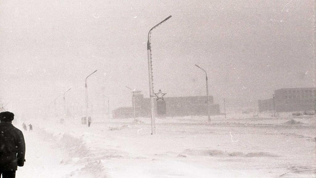 7 февраля. Типичная февральско-мартовская погода на проспекте Победы. Вдали площадь Победы.