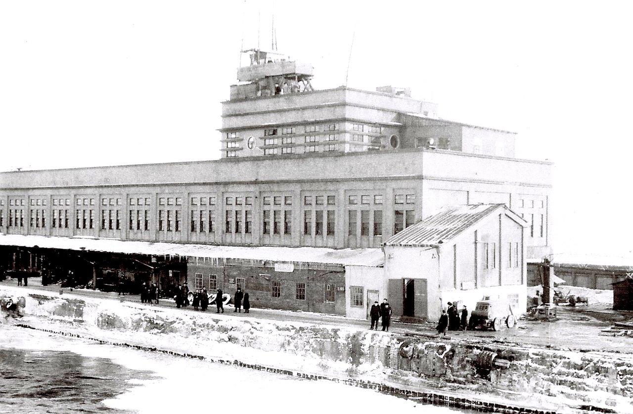 Морской пассажирский вокзал порта Корсаков. Зима