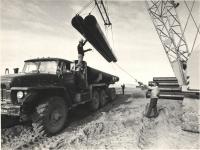 Выгрузка труб для строительства газопровода Оха - Комсомольск-на-амуре.