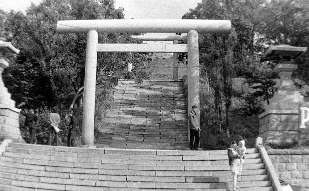 Лестница к бывшему японскому храму Маока дзинзя. в г. Холмск