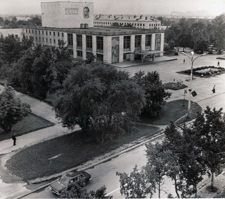 Вид на Областной драматический театр в г. Южно-Сахалинск