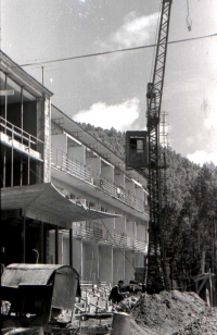 Строительство базы олимпийцев на озере Тунайча