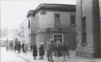 Магазин и угол здания банка на ул. Советской, г. Холмск