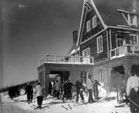 Лыжники на турбазе Горный Воздух в г. Южно-Сахалинске
