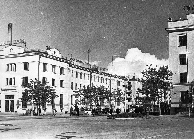 Здание главпочтамта в городе Южно-Сахалинске