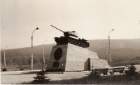 Танк на площади Победы в г. Южно-Сахалинске
