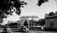 Улица Ленина, напротив рыбный магазин и кинотеатр