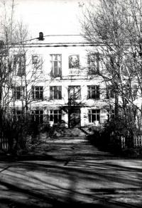 Крыльцо школы №1 г. Долинска