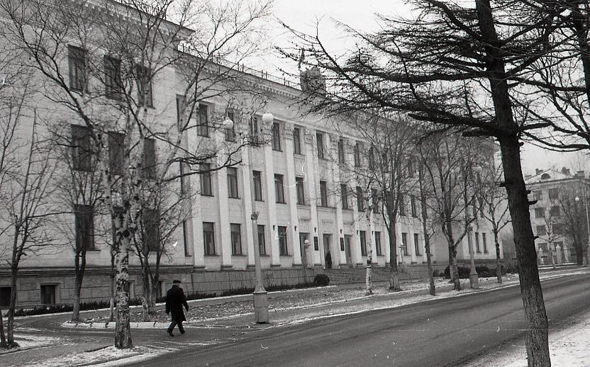 Вид на здание Сахалинского Обкома Партии КПСС