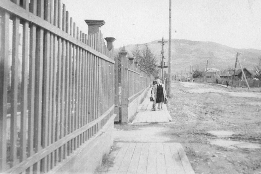 Улица Южная (пр. Победы) и ограждение школы №2 г. Южно-Сахалинска
