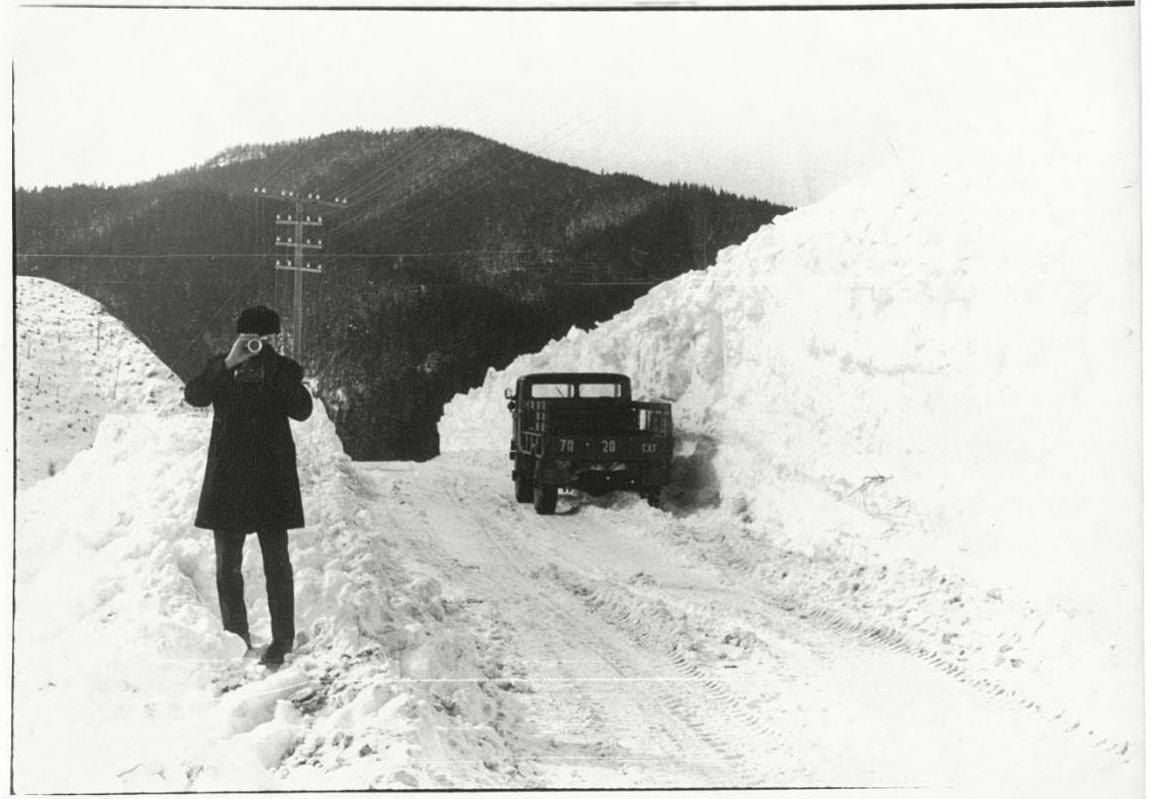Тельновский перевал. Очистка дороги после схода снежной лавины