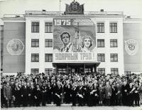 9 мая, г.Южно-Сахалинск, площадь В.И.Ленина. Участники праздничных торжеств, посвящённых 30-летию Победы советского народа в ВОВ 1941-1945 годов