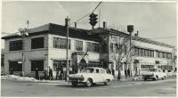 На первом плане-старое здание редакции и типографии на площади им. Ленина. Угол ул. Ленина
