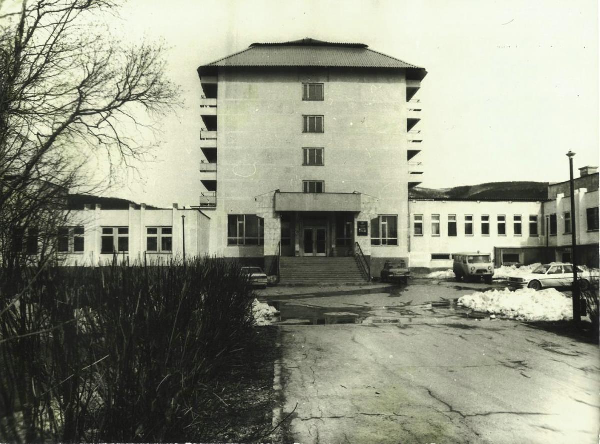 Санаторий 'Аралия' - реабилитационный центр для нефтегорцев в областном центре