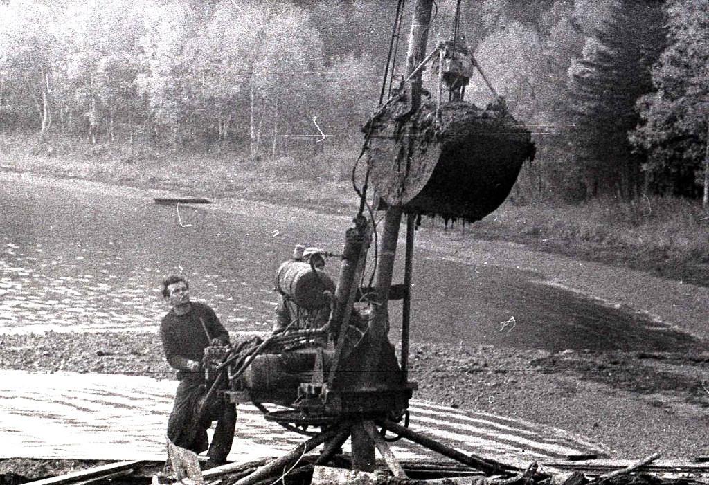 Добыча лечебной грязи на озере Изменчивом