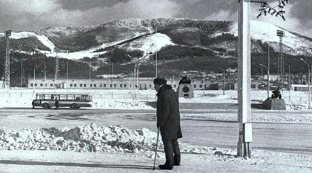 Ветеран на площади Победы, г. Южно-Сахалинск