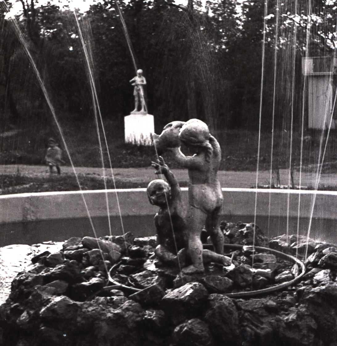 Фонтан в городском парке КиО г. Южно-Сахалинска