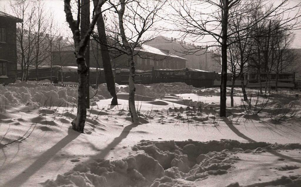 Во дворе дома, где жил Иван Воробьев