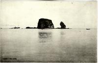 Вид на скалу Футацу-ива с тории. Возле селения Тисия