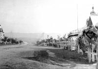 Вид от часовни на улицу Николаевскую. Справа здание музея