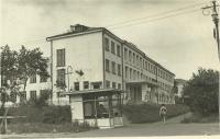 Вид города. Угол ул. Советской, медучилище, киоск, в котором продавали мороженное