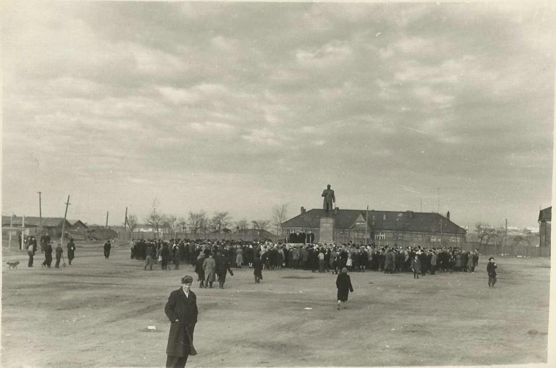 Митинг, посвященный застройке площади им. 15 мая