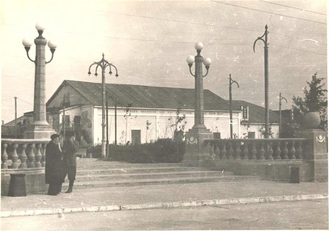 Старый кинотеатр 'Нефтяник' в г. Оха