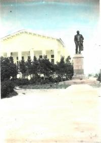 Сквер у Дворца культуры с памятником В.И. Ленина