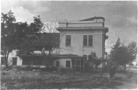 Здание облсовпрофа стоявшее справа от Совкино. Размещался с 1947 года.