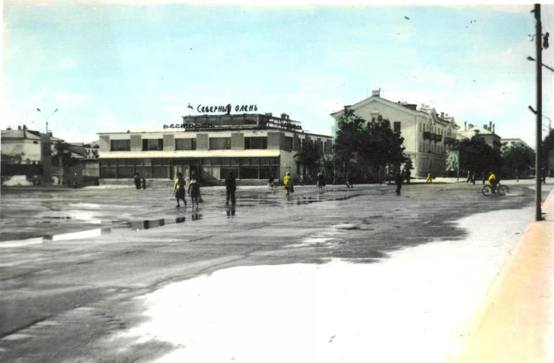 Площадь Ленина, вид на ресторан 'Северный олень'