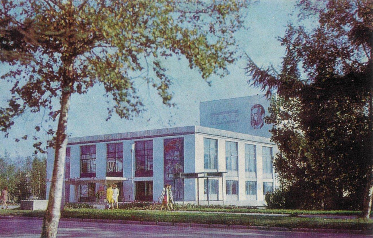 Областной драматический театр в Южно-Сахалинске