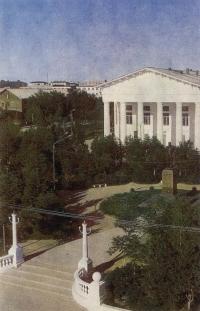 Центральный сквер и Дворец культуры в г. Оха