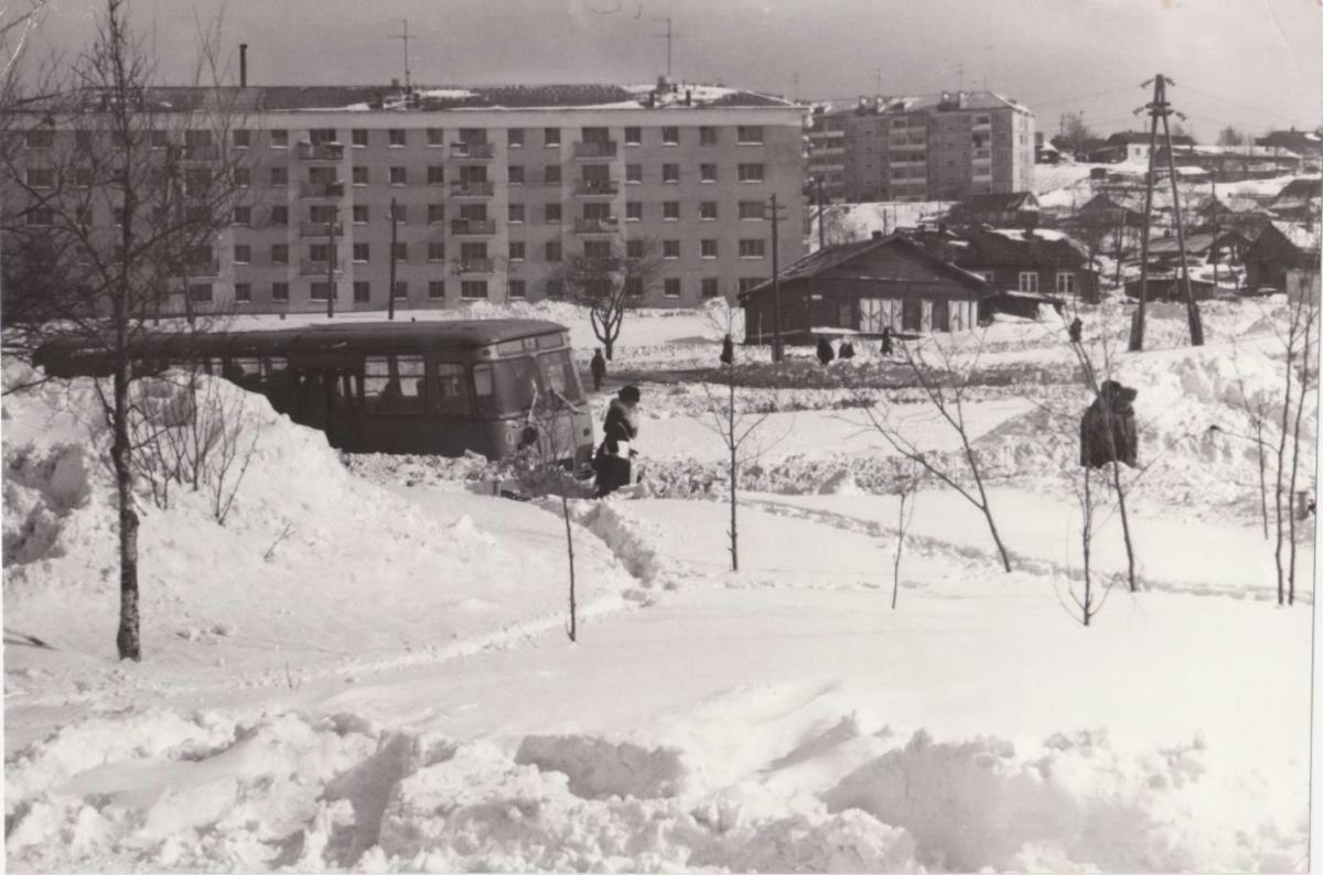 Корсаков. Площадь рыбаков ('Пять углов') после снежных заносов